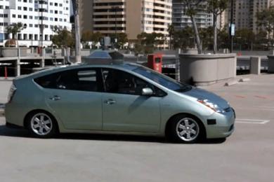 Google bil koerer sig selv 2011 med journalister