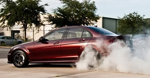 Mercedes C63 AMG med 900 hk – Video