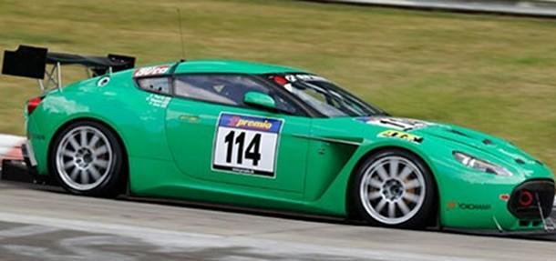 Aston Martin V12 Zagato kører med på Nürburgring
