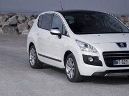 Peugeot 3008 HYbrid4 bliver præsenteret