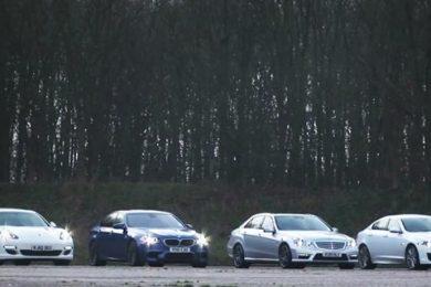 fire hurtige biler mod hinanden