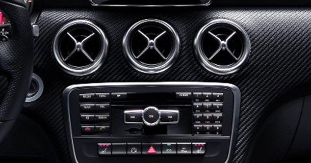 Første billeder af interiøret i Mercedes A-klasse