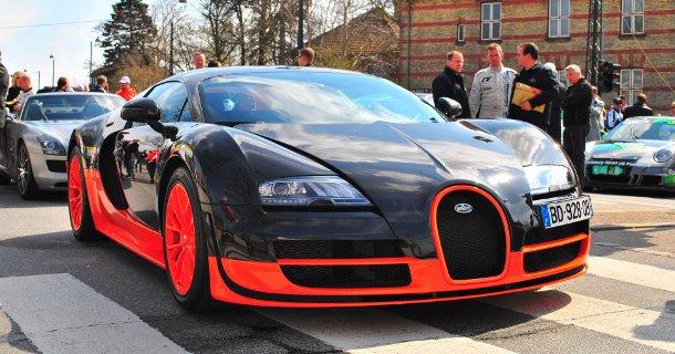 Få en tur i en Bugatti Veyron