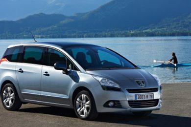 Man kan spare hele 40.000 kroner på Peugeot 5008!