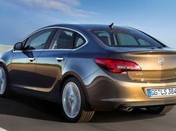 Opel Astra kommer nu som 4 dørs sedan