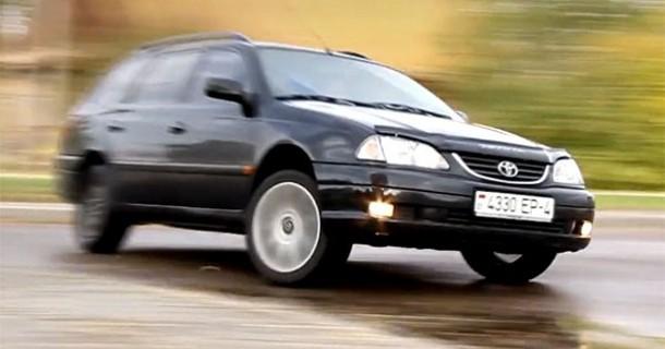 Dieselmotoriseret Toyota Avensis drifter – Video