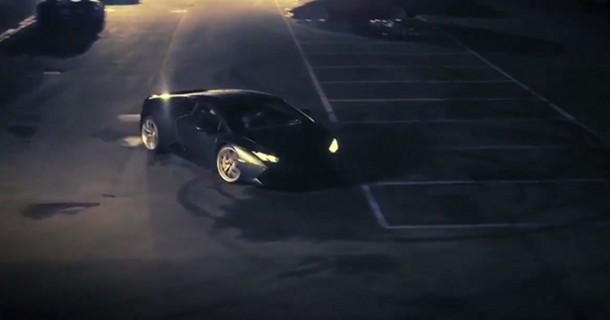 Se Lamborghini Huracan lave donuts