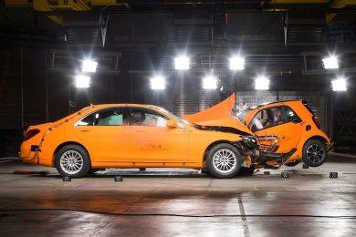 Mercedes S-klasse og Smart ForTwo crashtest