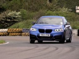 BMW M235i test mod VW Golf R