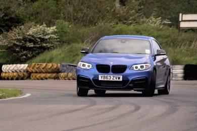 BMW M235i test mod VW Golf R