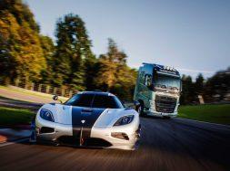 Volvo lastbil mod Koenigsegg