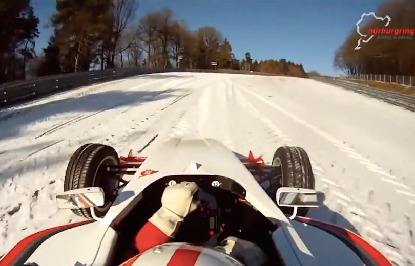 Fuld fart på Nürburgring trods sne og is…