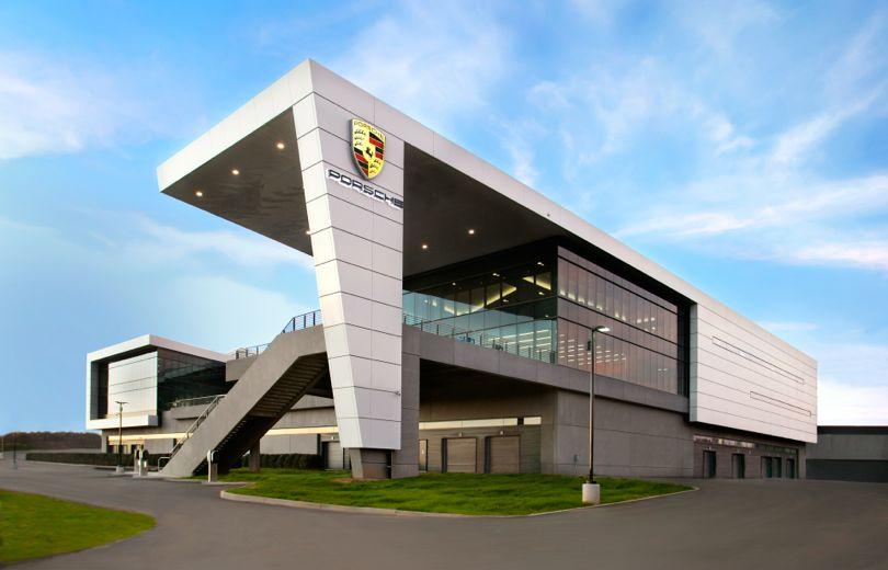 Så vildt er Porsches nye hovedkvarter i USA