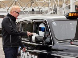 the-stig-drifting-400-hp-black-cab-in-london-for-top-gear-live-2011_2