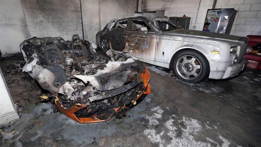 Påsat brænd gør det af med bl.a. Lamborghini Huracán og to Rolls-Royce