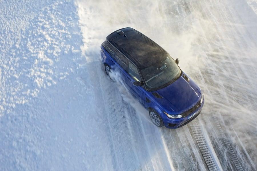 Sjov med Range Rover SVR på isen