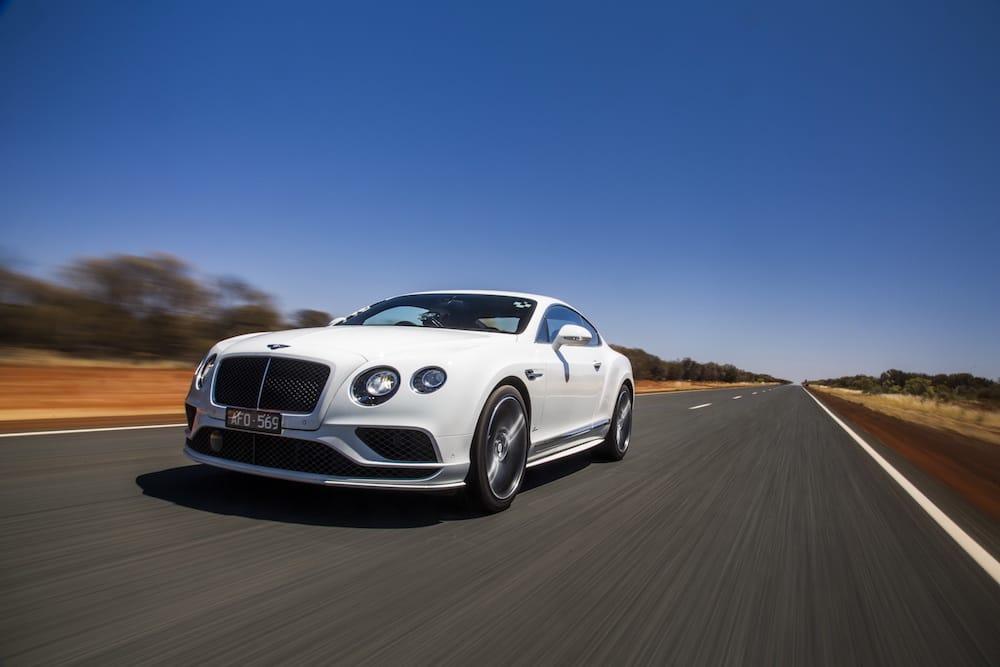 Se Bentley Continental GT Speed nå 331 km/t på offentlig vej!