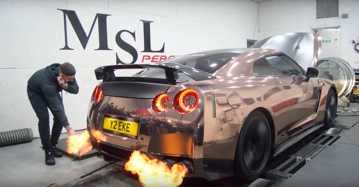 Kan en Nissan GT-R tænde en cigaret?