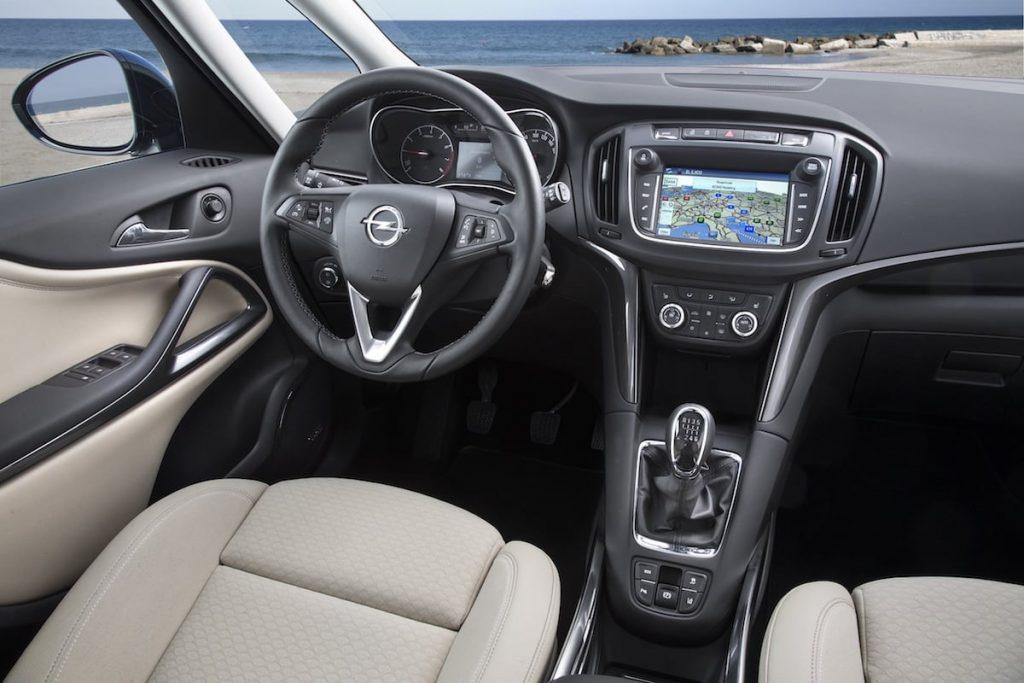 Ny Opel-Zafira-300725 kabine (50)