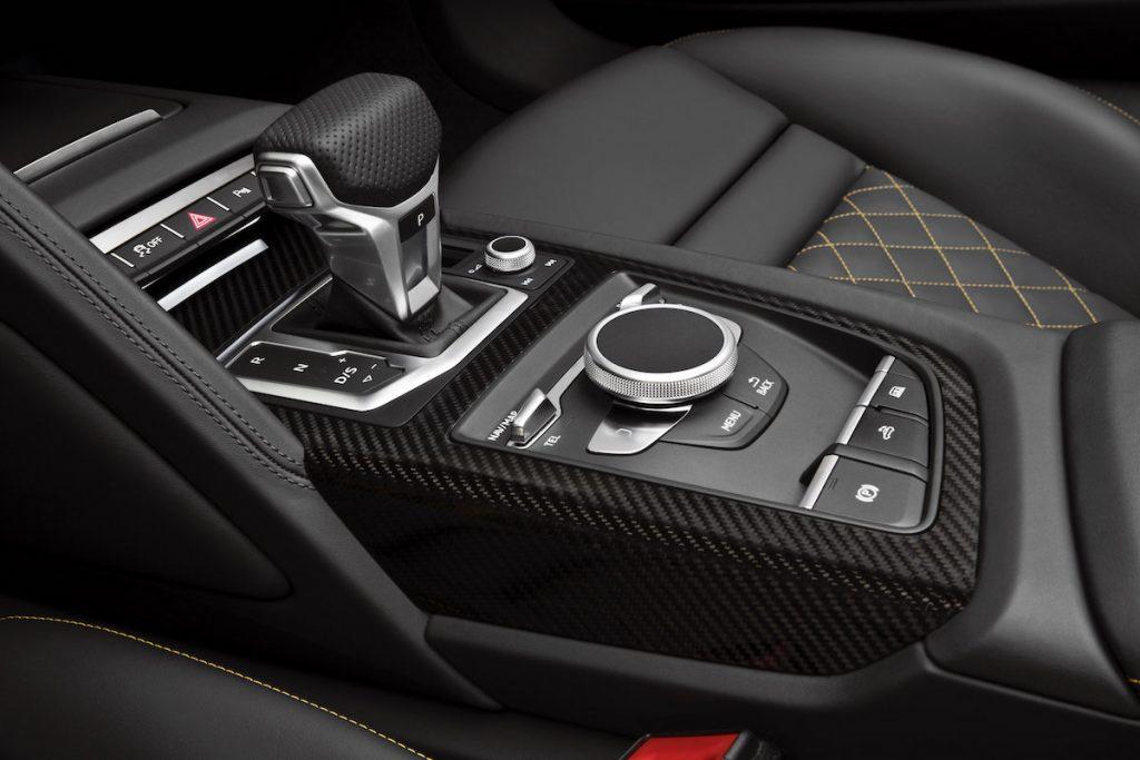 Audi-R8-Spyder-V10499_medium