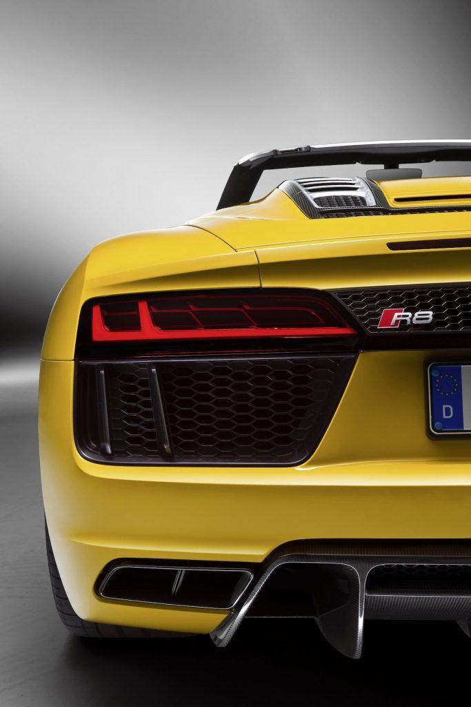 Audi-R8-Spyder-V10500_medium