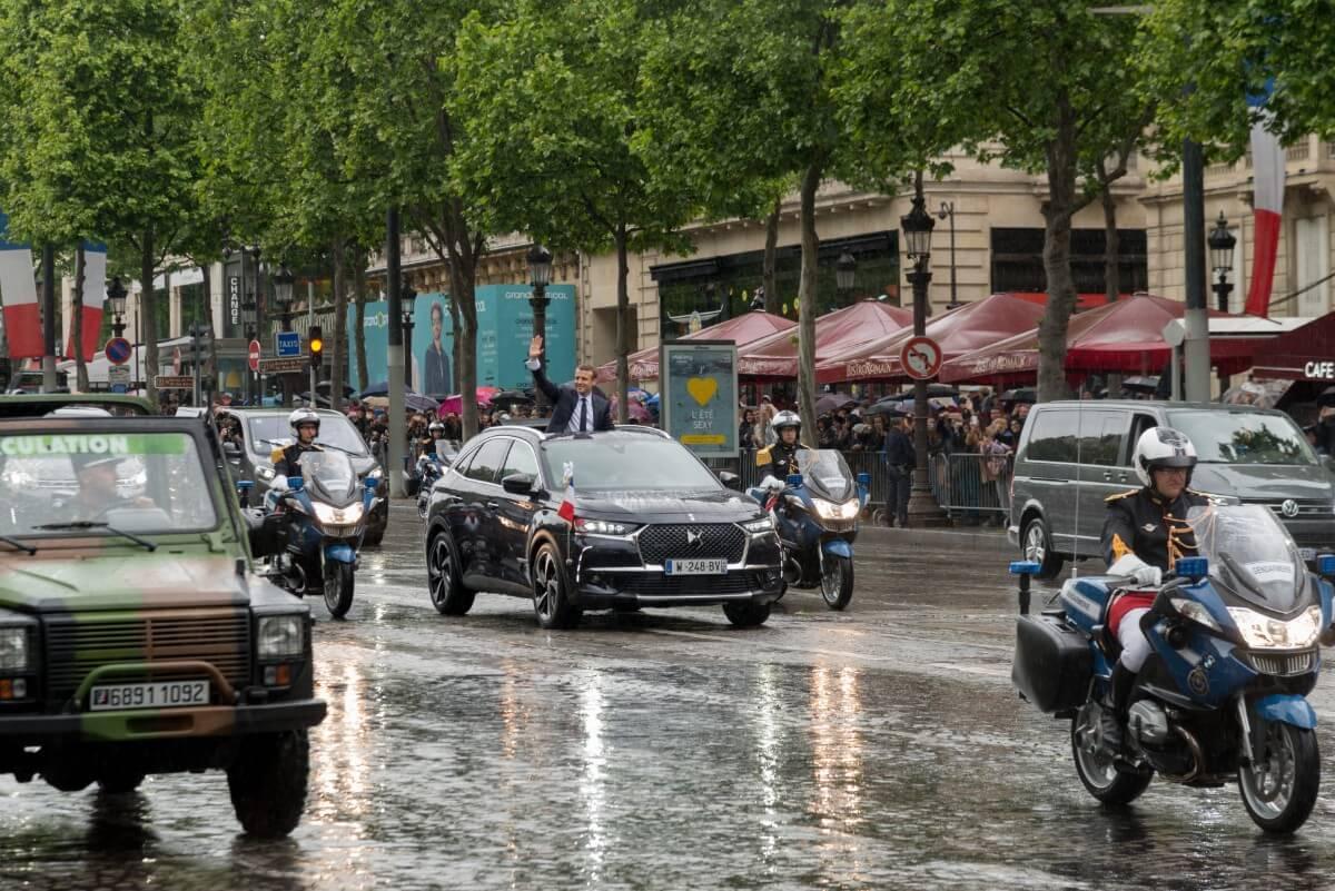 Macron kører DS7