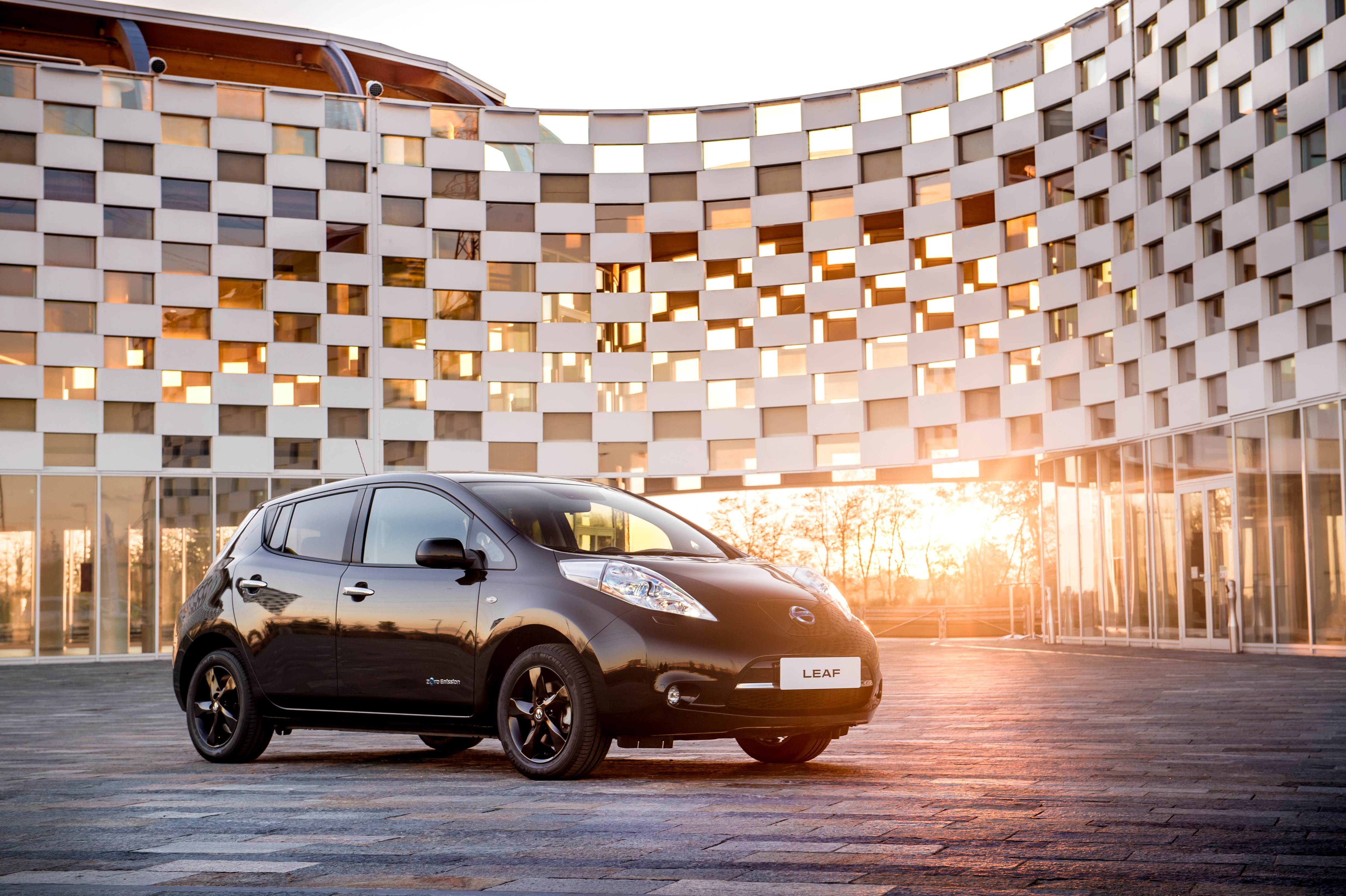 Nissans elbilskunder får gratis strøm i tre år