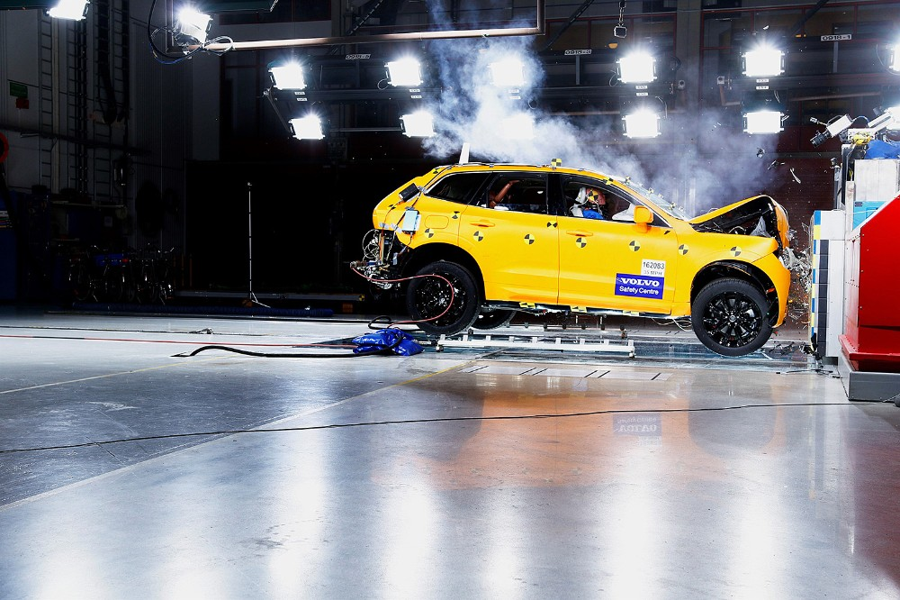 VolvoXC60_CrashTests_2018