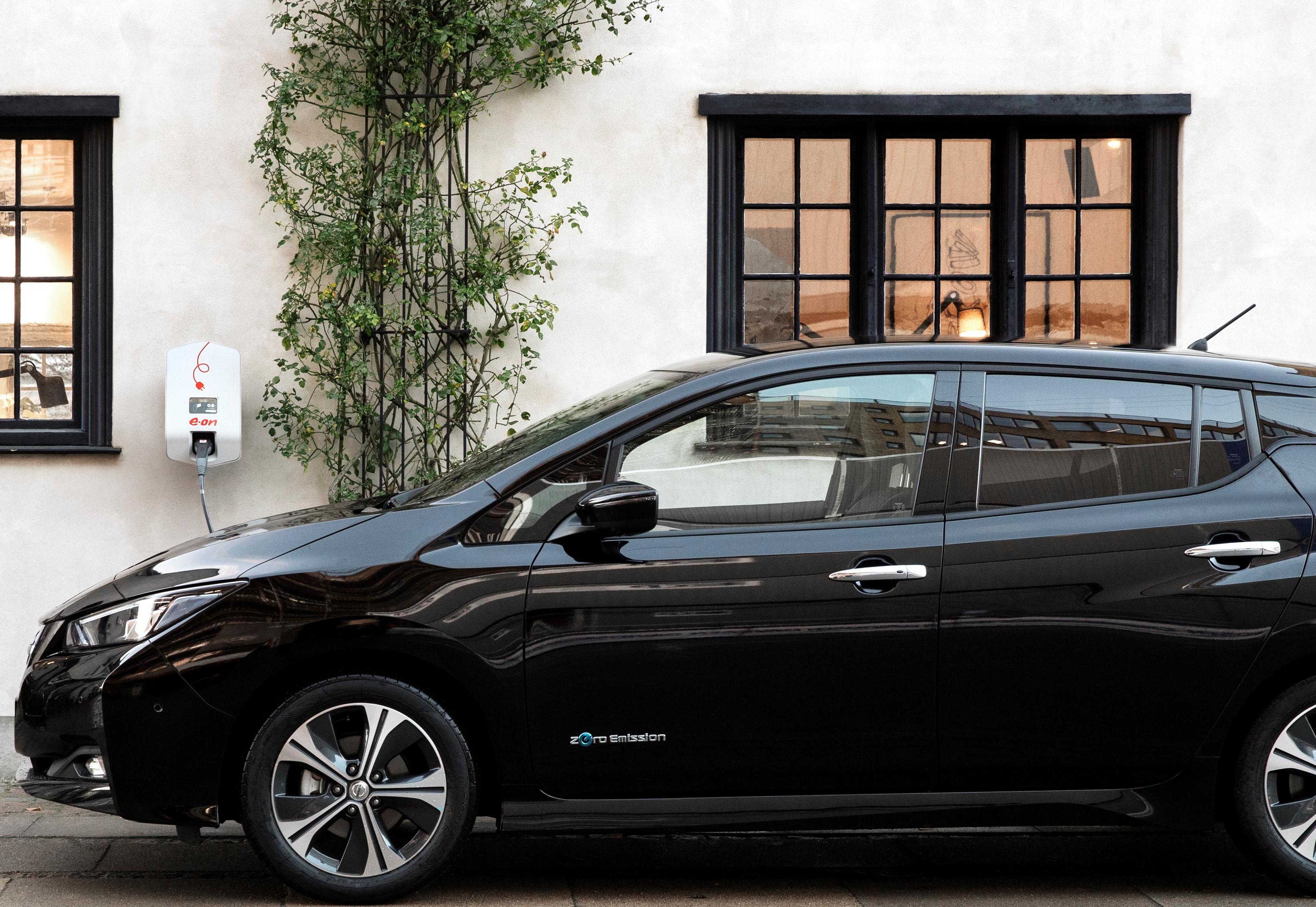 Gratis strøm i to år til nye Nissan Leaf-kunder