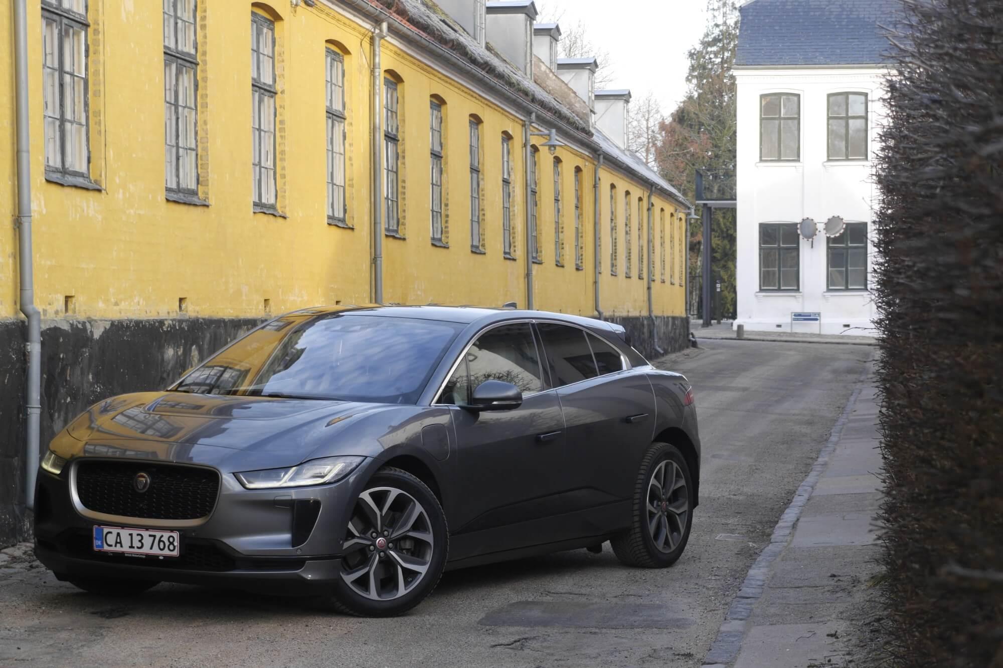 TEST: Tæt på grænsen med Jaguars ellimousine