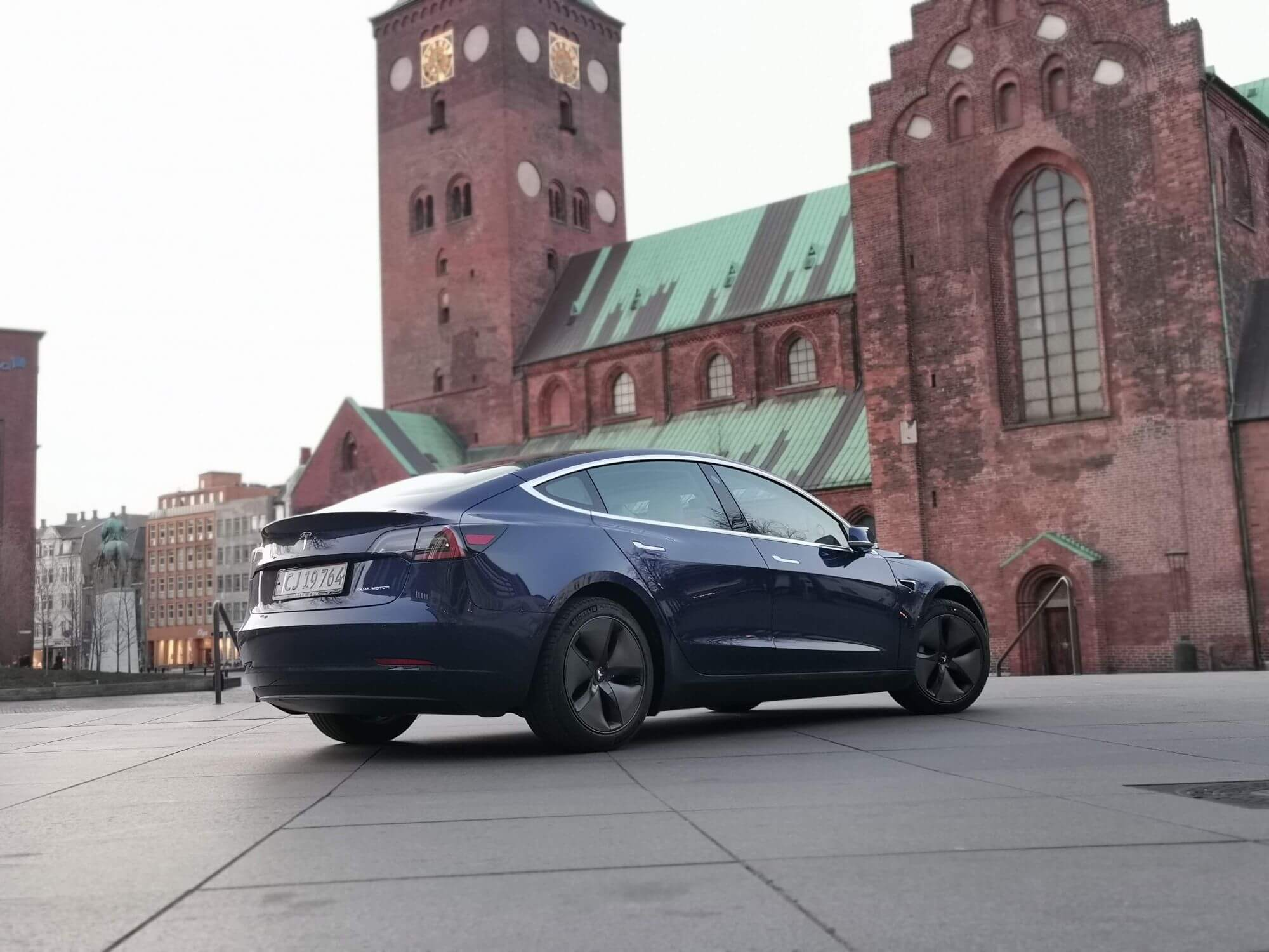Mere end hver tredje solgte elbil i 2019 er en Tesla 3